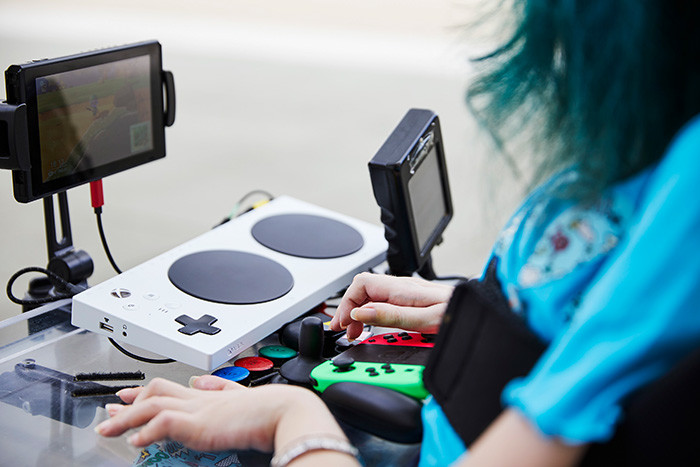 a second picture of Melly's wheelchair that is equipped with an Xbox Adaptive Controller and Nintendo Switch in a different angle