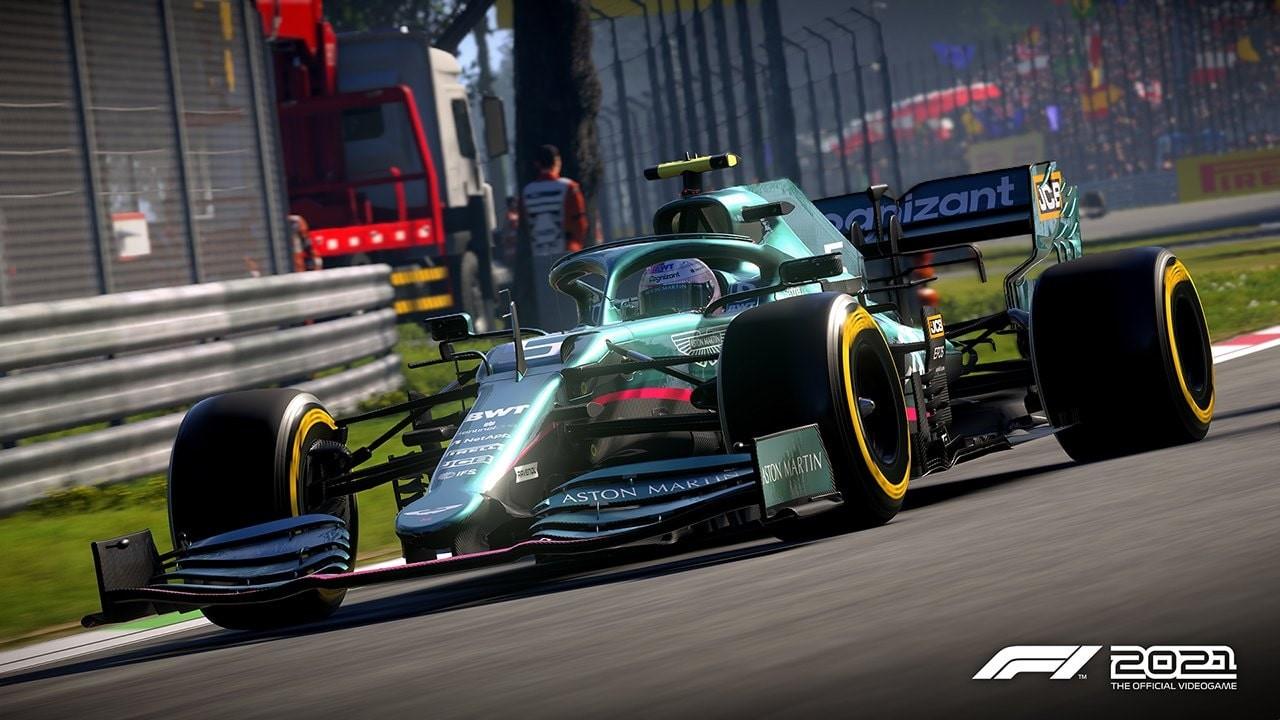 An image of an Aston Martin F1 car in F1 2021.